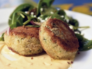 Crab cakes with chili hollandaise