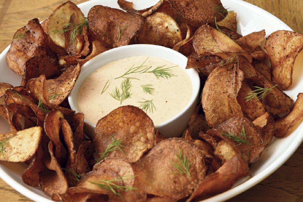 Harissa chips with tzatziki dip